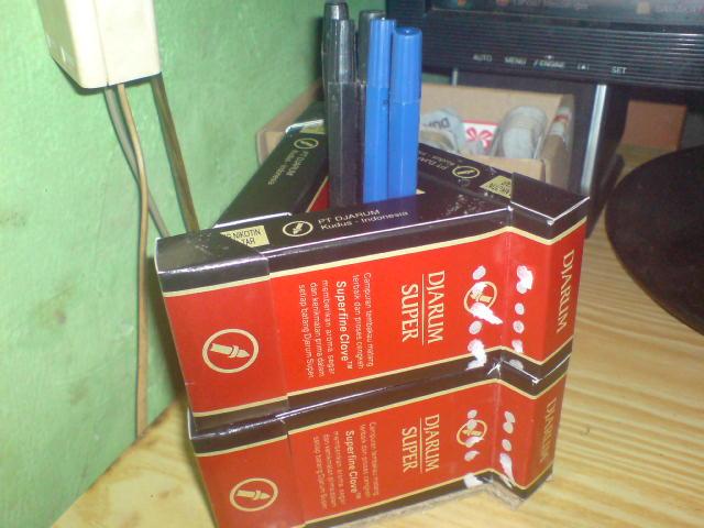Bahan 6 bungkus rokok kosong sebagai bahan utamanya..