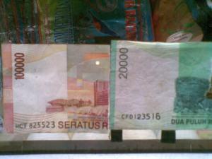 gambar uang palsu
